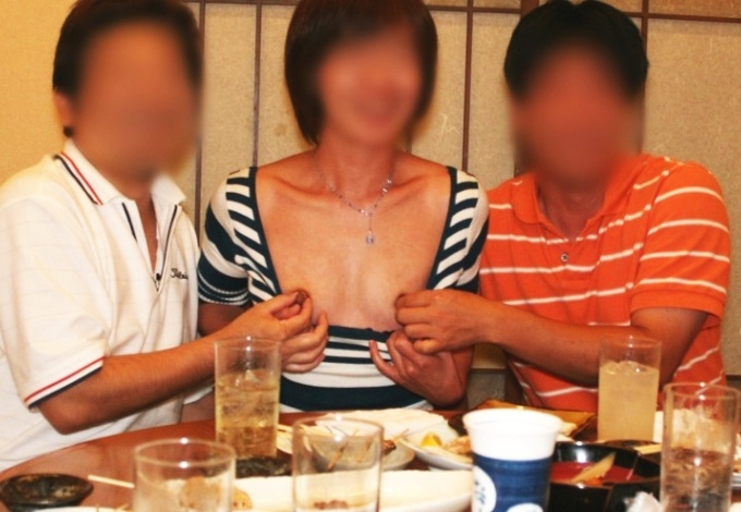 Japanese Escort Girl flashing in a Restaurant